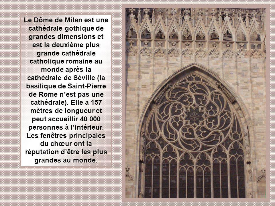 Le Dôme de Milan est une cathédrale gothique de grandes dimensions et est la deuxième plus grande cathédrale catholique romaine au monde après la cathédrale de Séville (la basilique de Saint-Pierre de Rome n'est pas une cathédrale).
