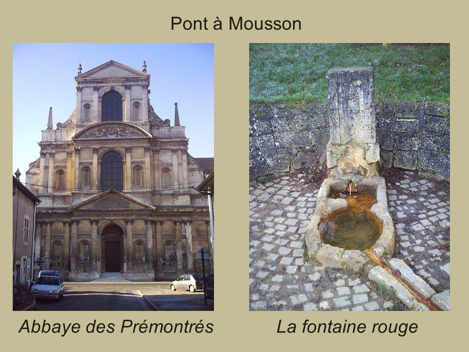 Pont à Mousson Abbaye des Prémontrés La fontaine rouge