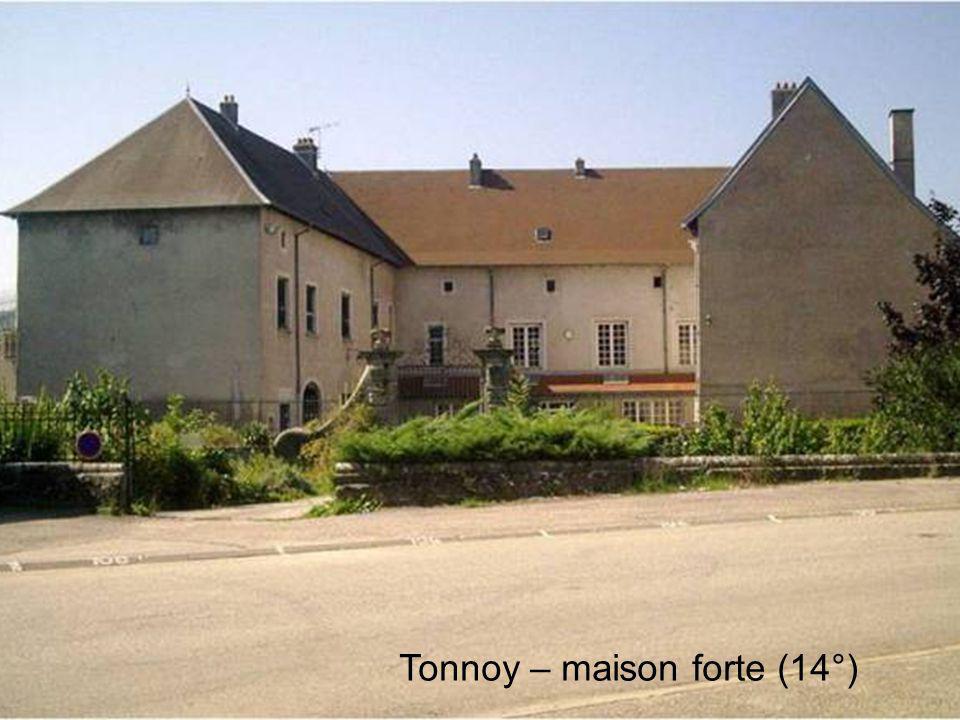 Tonnoy – maison forte (14°)