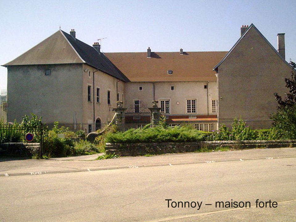 Tonnoy – maison forte