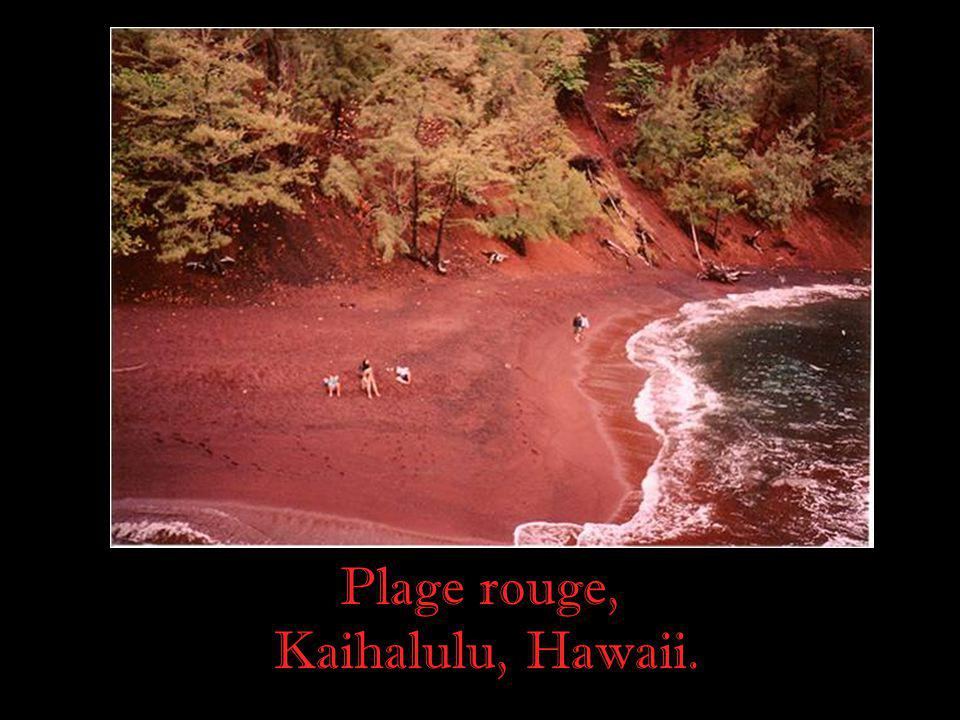 Plage rouge, Kaihalulu, Hawaii.