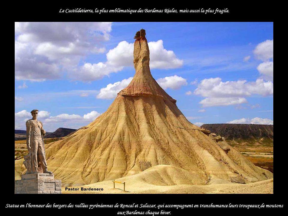 Le Castildetierra, la plus emblématique des Bardenas Réales, mais aussi la plus fragile.