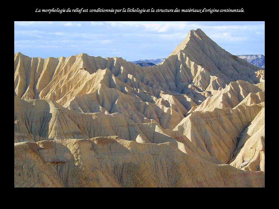 La morphologie du relief est conditionnée par la lithologie et la structure des matériaux d origine continentale.