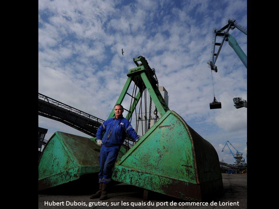 Hubert Dubois, grutier, sur les quais du port de commerce de Lorient