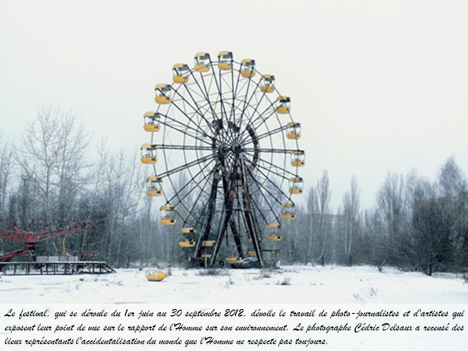 Le festival, qui se déroule du 1er juin au 30 septembre 2012, dévoile le travail de photo-journalistes et d artistes qui exposent leur point de vue sur le rapport de l Homme sur son environnement.