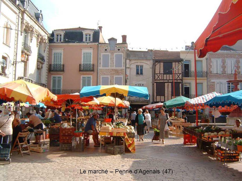 Le marché – Penne d'Agenais (47)