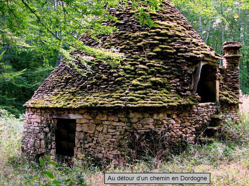 Au détour d'un chemin en Dordogne