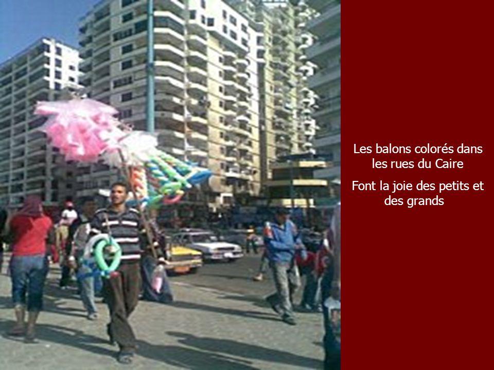 Les balons colorés dans les rues du Caire