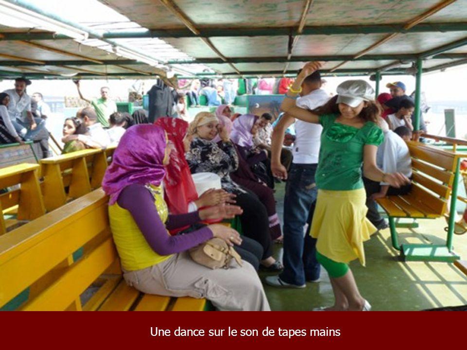 Une dance sur le son de tapes mains