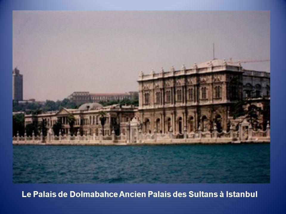 Le Palais de Dolmabahce Ancien Palais des Sultans à Istanbul