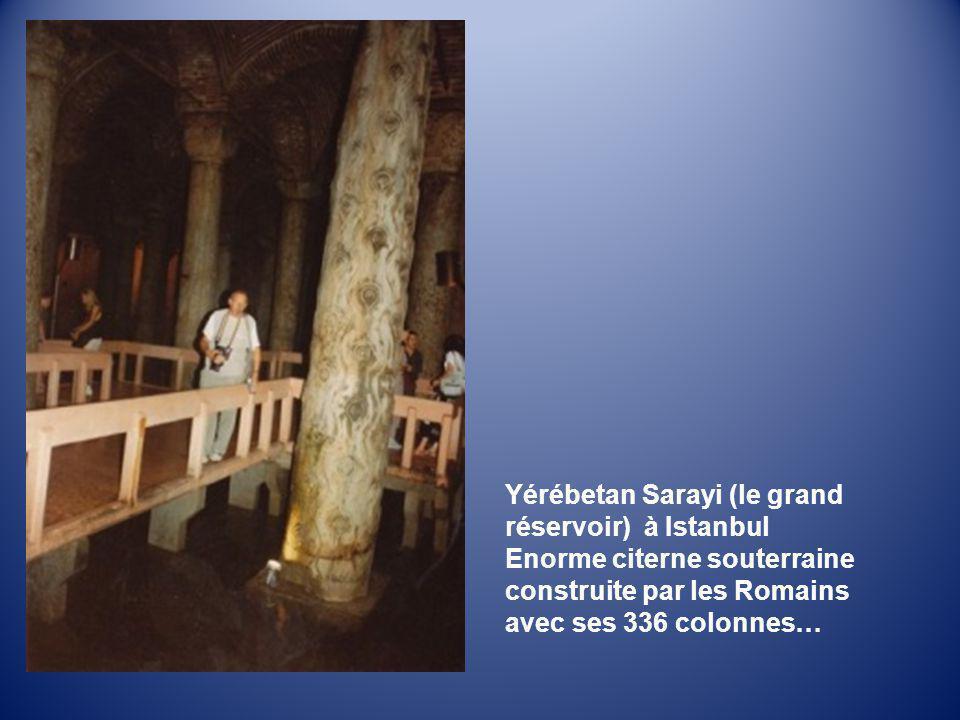 Yérébetan Sarayi (le grand réservoir) à Istanbul Enorme citerne souterraine construite par les Romains avec ses 336 colonnes…