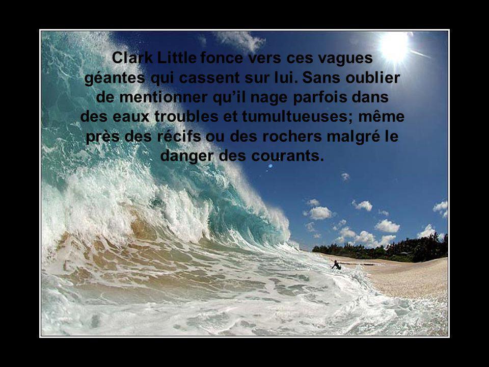 Clark Little fonce vers ces vagues géantes qui cassent sur lui