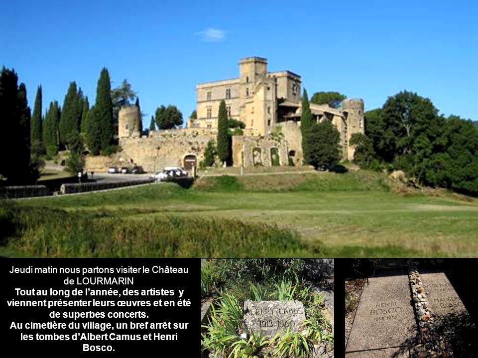 Jeudi matin nous partons visiter le Château de LOURMARIN