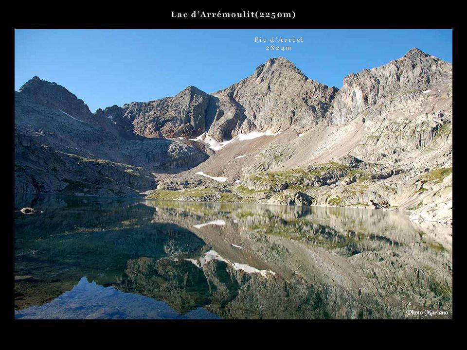 Lac d'Arrémoulit(2250m) Pic d'Arriel 2824m . . .