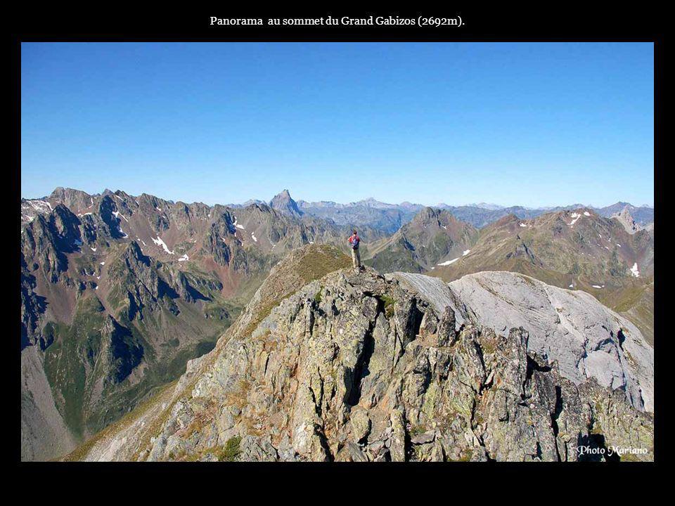 Panorama au sommet du Grand Gabizos (2692m).