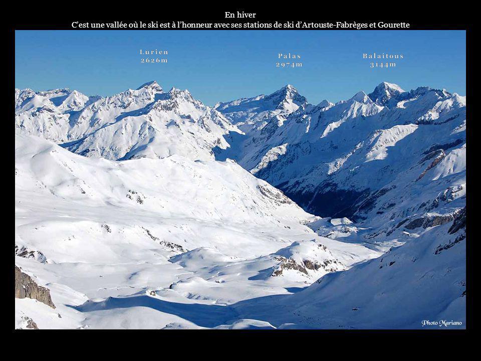 En hiver C'est une vallée où le ski est à l'honneur avec ses stations de ski d'Artouste-Fabrèges et Gourette.