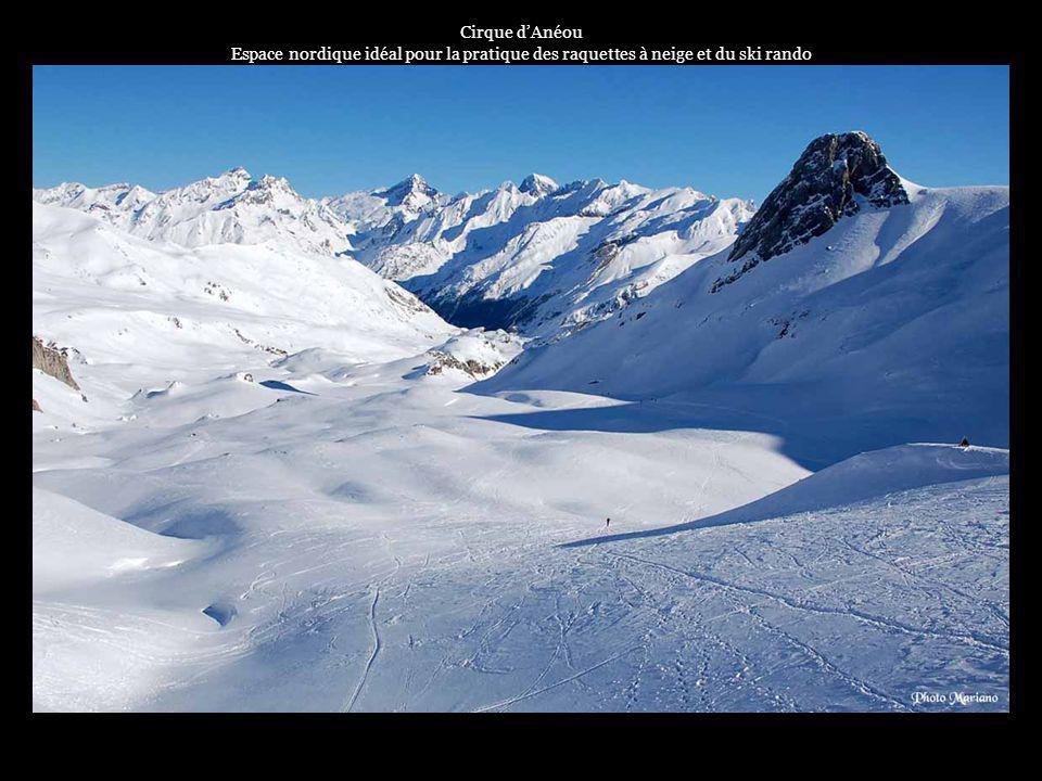 Cirque d'Anéou Espace nordique idéal pour la pratique des raquettes à neige et du ski rando. . . .