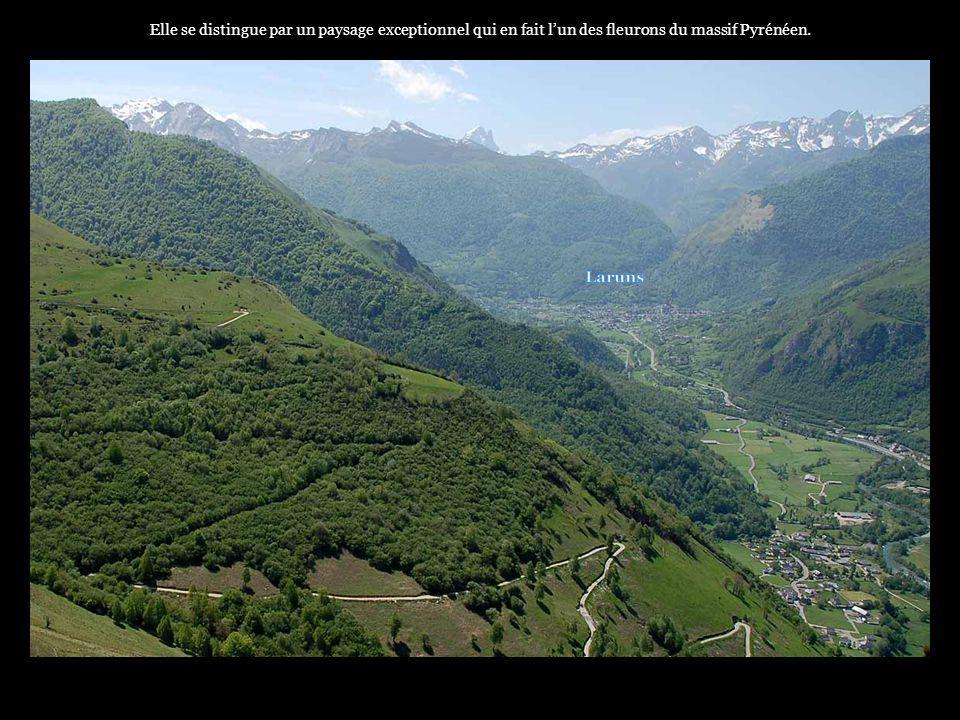 Elle se distingue par un paysage exceptionnel qui en fait l'un des fleurons du massif Pyrénéen.