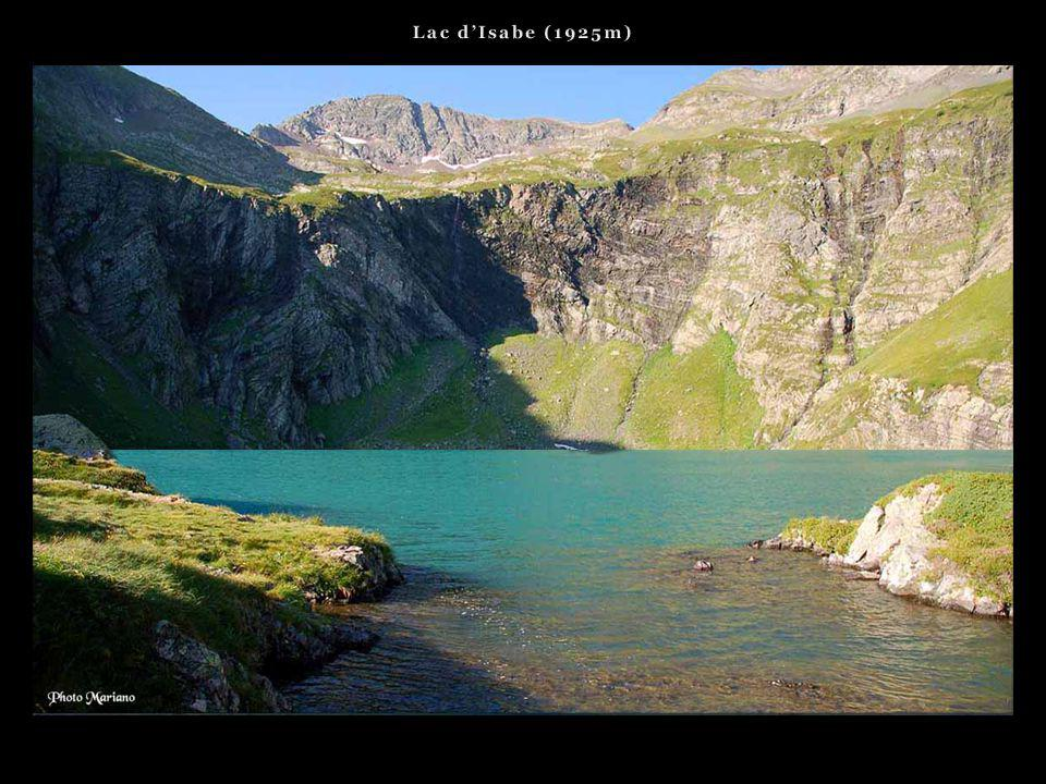 Lac d'Isabe (1925m) . . .