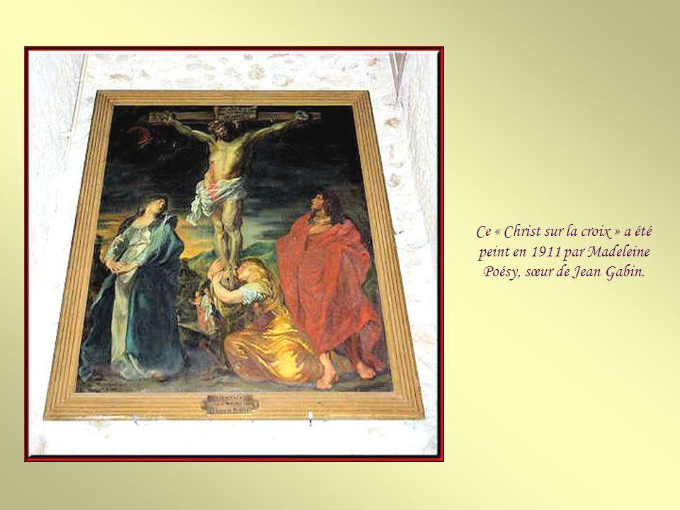 Ce « Christ sur la croix » a été peint en 1911 par Madeleine Poésy, sœur de Jean Gabin.