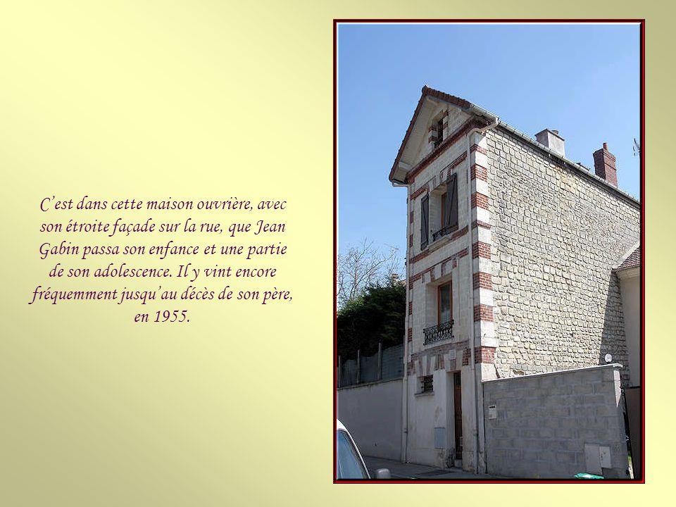 C'est dans cette maison ouvrière, avec son étroite façade sur la rue, que Jean Gabin passa son enfance et une partie de son adolescence.