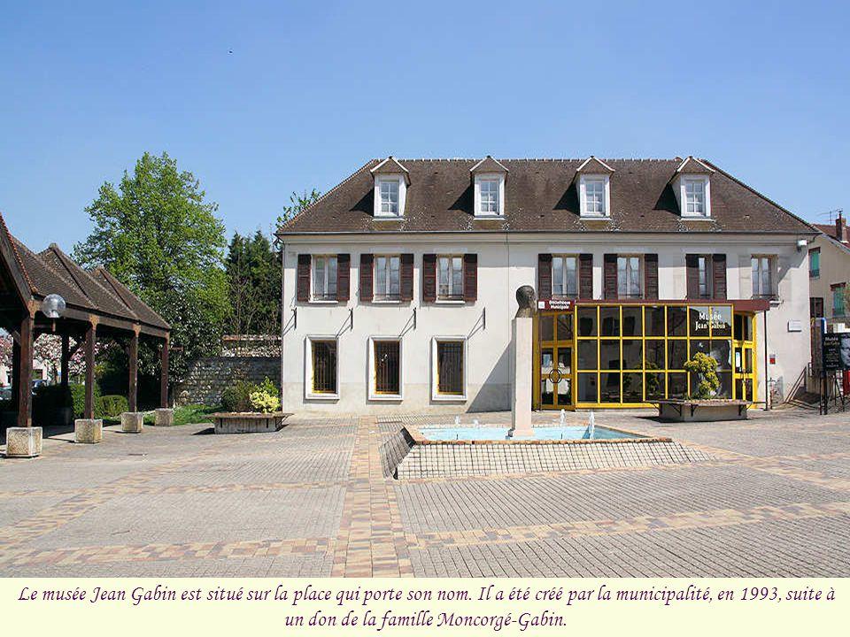 Le musée Jean Gabin est situé sur la place qui porte son nom