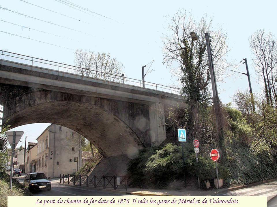 Le pont du chemin de fer date de 1876