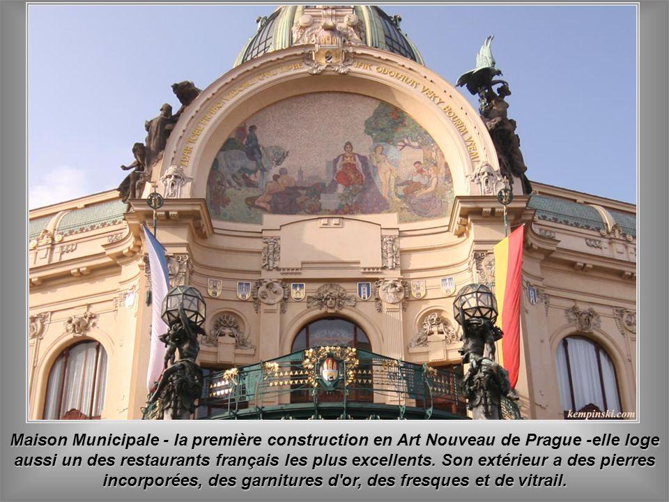 Maison Municipale - la première construction en Art Nouveau de Prague -elle loge aussi un des restaurants français les plus excellents.