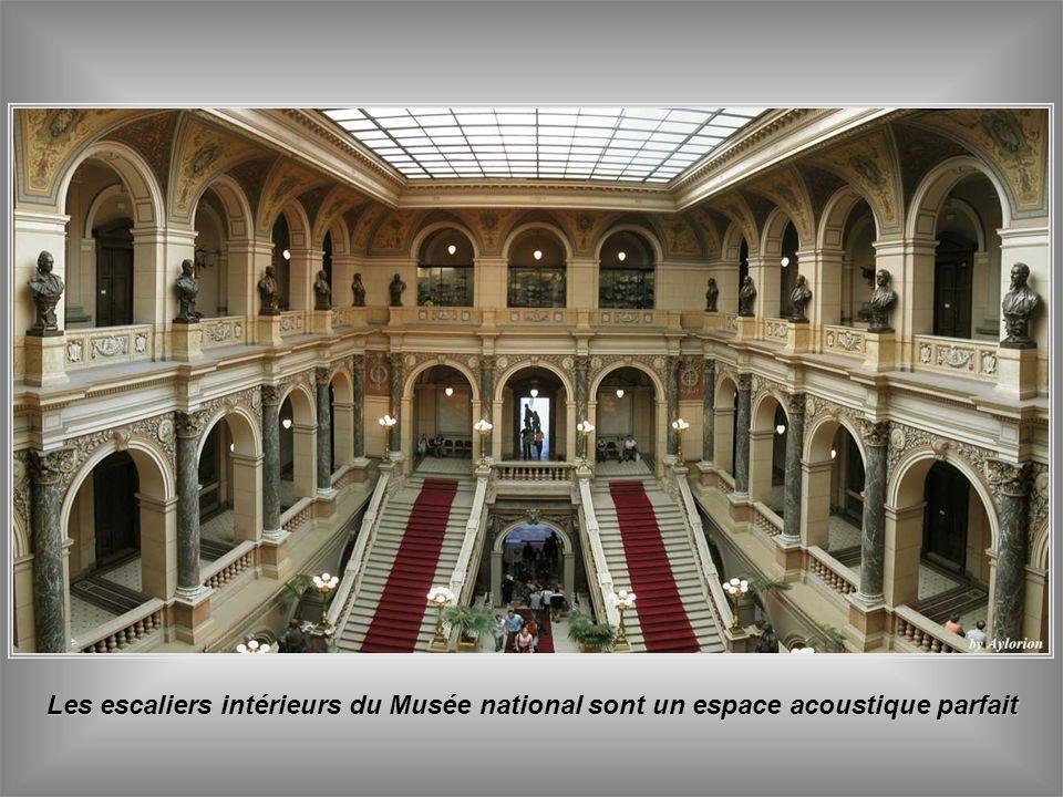 Les escaliers intérieurs du Musée national sont un espace acoustique parfait