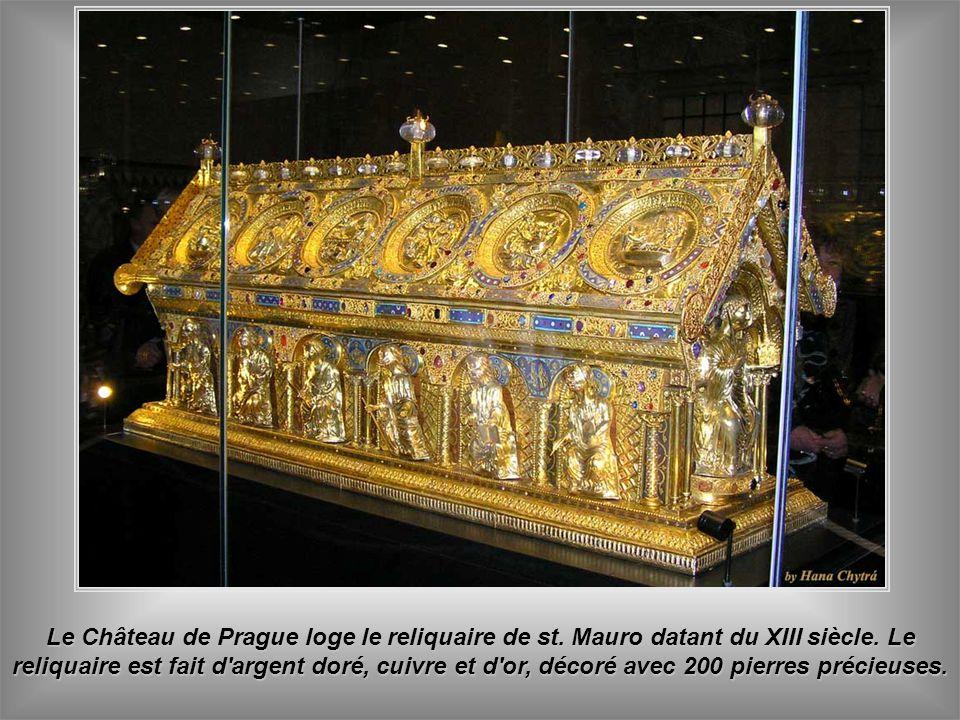 Le Château de Prague loge le reliquaire de st