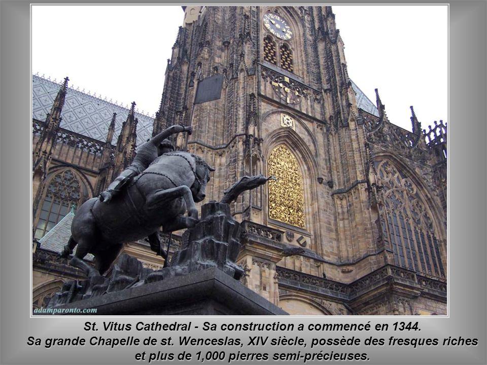 St. Vitus Cathedral - Sa construction a commencé en 1344.