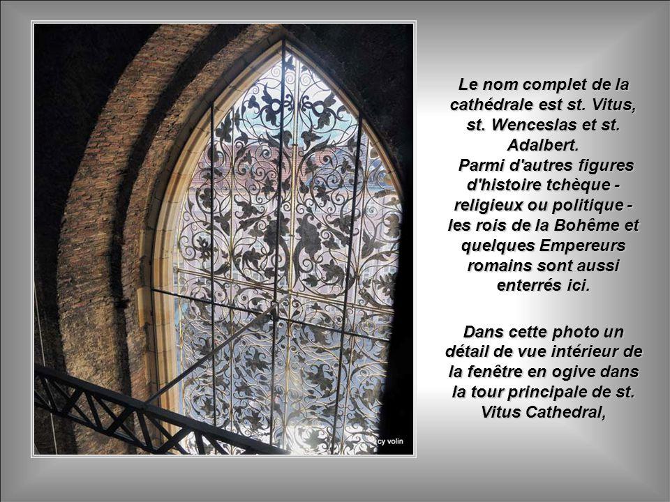 Le nom complet de la cathédrale est st. Vitus, st. Wenceslas et st