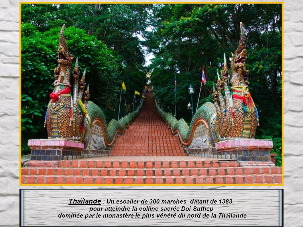 Thaïlande : Un escalier de 300 marches datant de 1383,