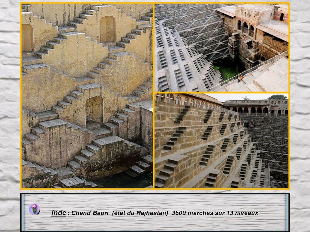 Inde : Chand Baori (état du Rajhastan) 3500 marches sur 13 niveaux