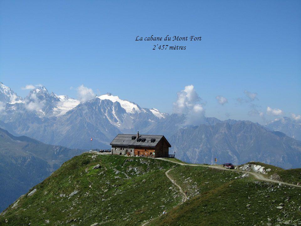 La cabane du Mont Fort 2'457 mètres