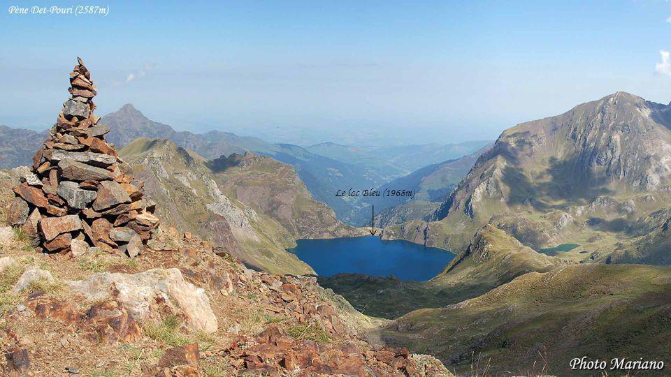 Le lac Bleu (1968m) . . . . . . .