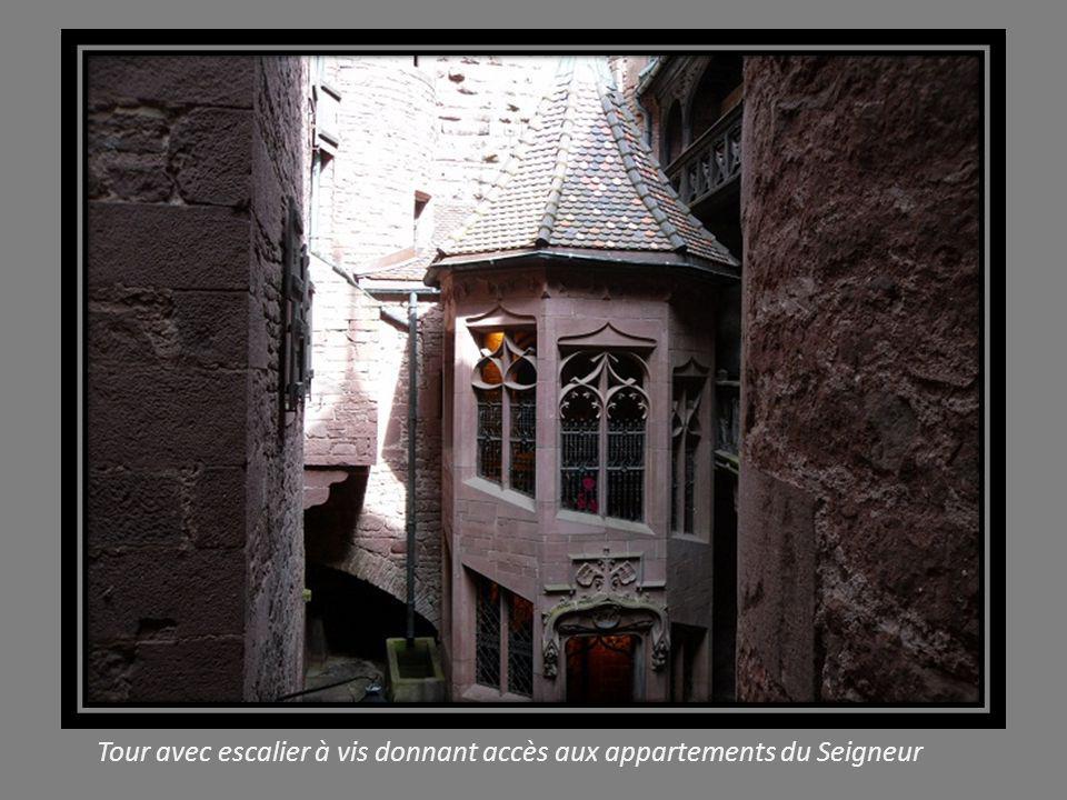 Tour avec escalier à vis donnant accès aux appartements du Seigneur
