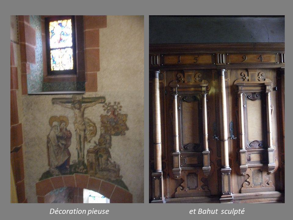 Décoration pieuse et Bahut sculpté