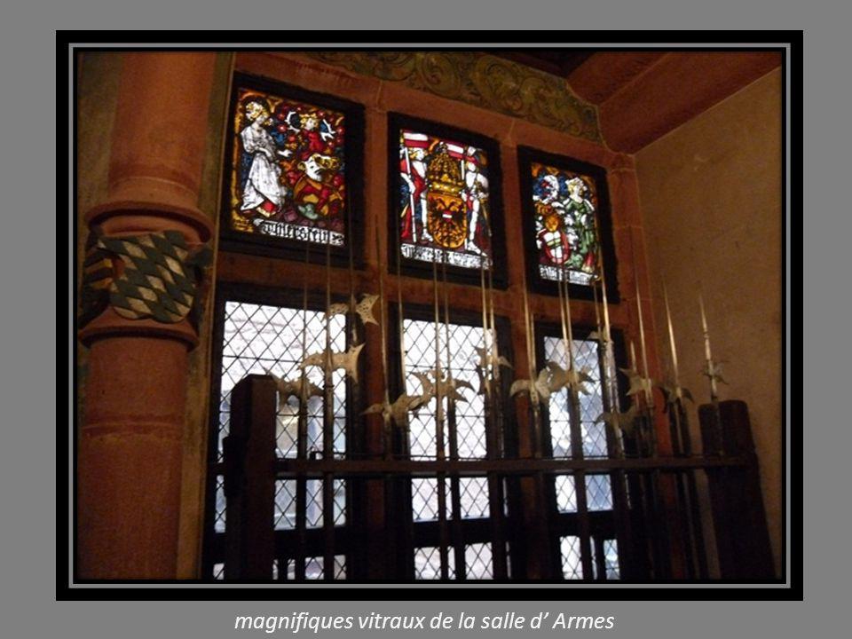 magnifiques vitraux de la salle d' Armes