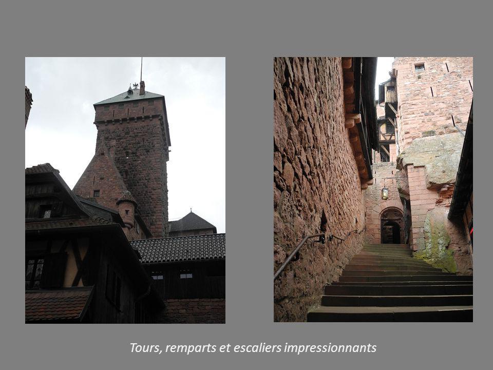 Tours, remparts et escaliers impressionnants