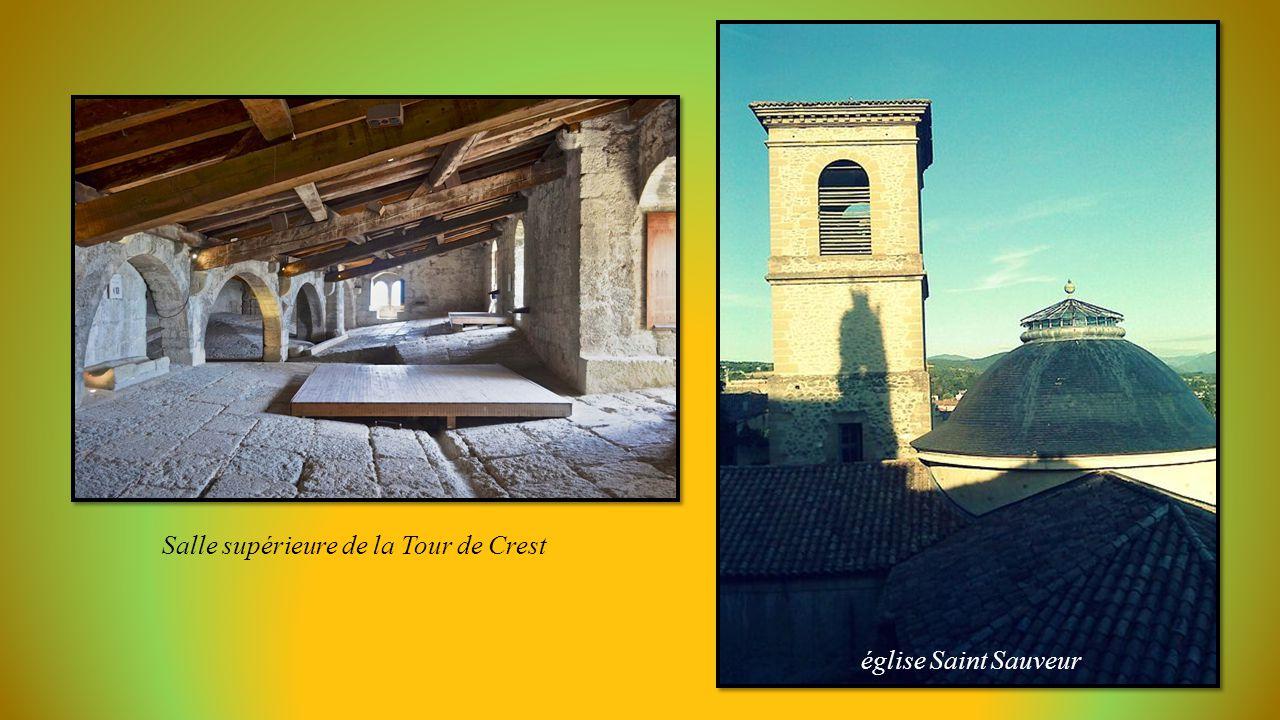 Salle supérieure de la Tour de Crest