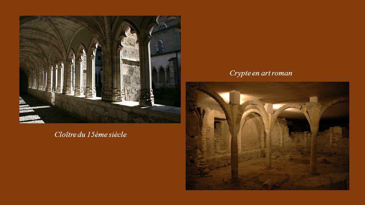 Crypte en art roman Cloître du 15éme siècle