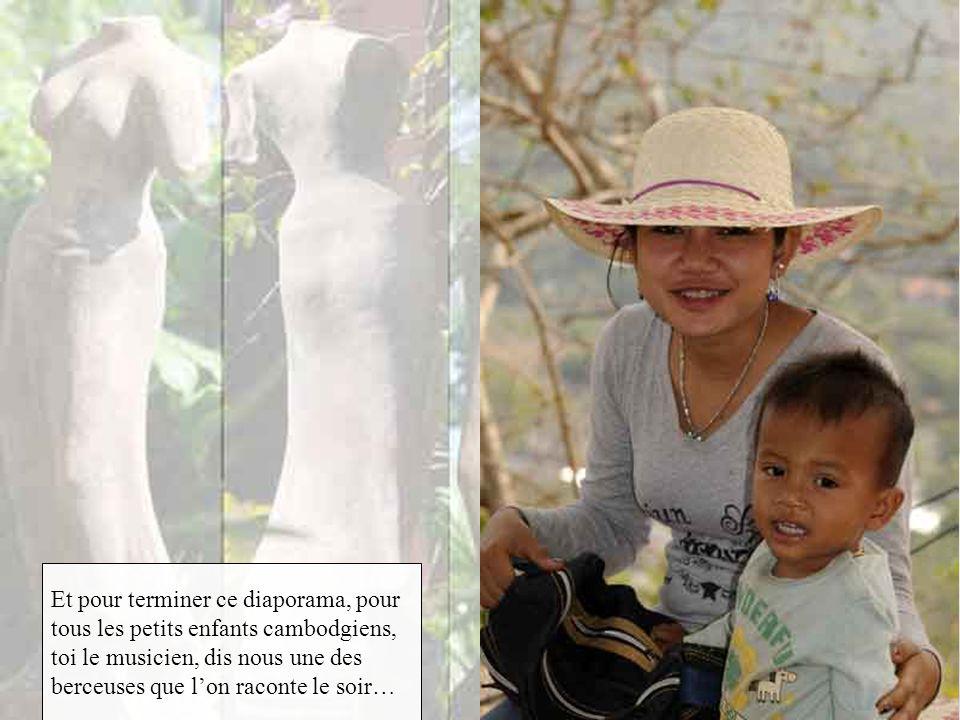 Et pour terminer ce diaporama, pour tous les petits enfants cambodgiens, toi le musicien, dis nous une des berceuses que l'on raconte le soir…