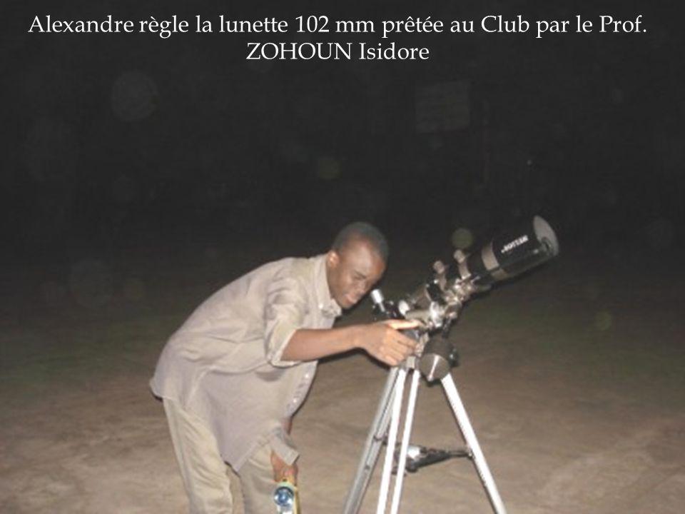 Alexandre règle la lunette 102 mm prêtée au Club par le Prof