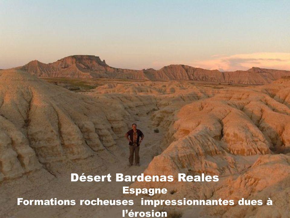 Désert Bardenas Reales Espagne Formations rocheuses impressionnantes dues à l'érosion