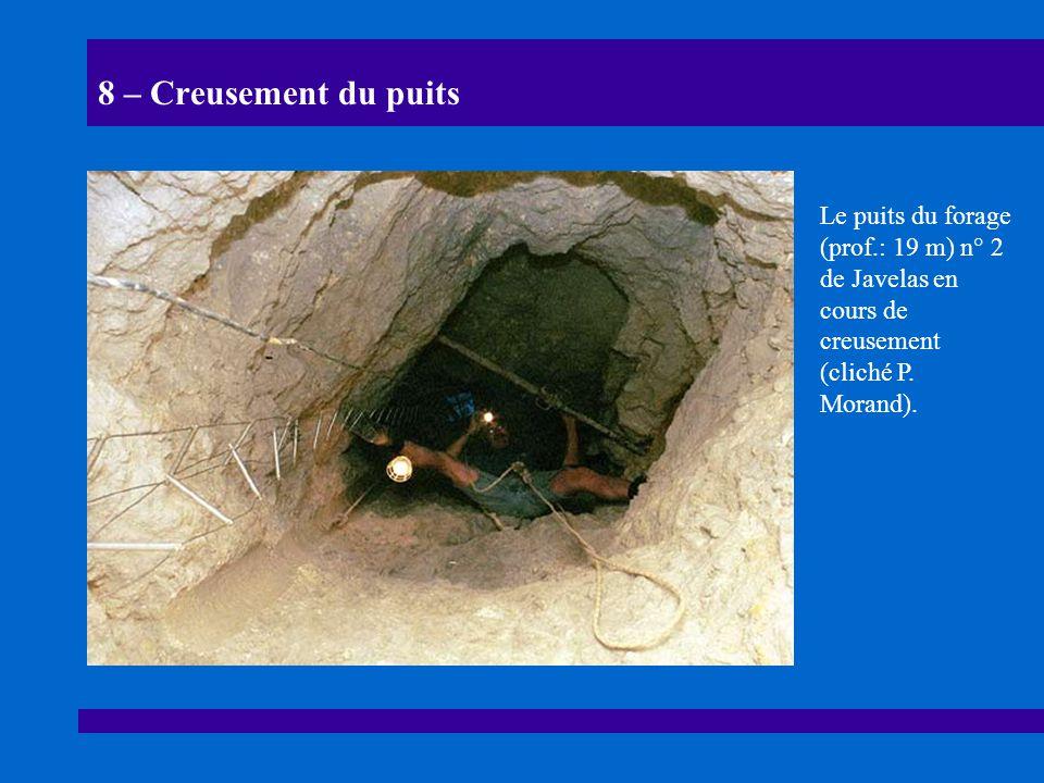 8 – Creusement du puits Le puits du forage (prof.: 19 m) n° 2 de Javelas en cours de creusement (cliché P.