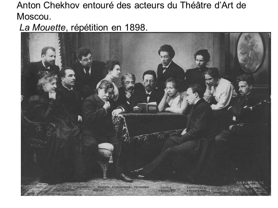Anton Chekhov entouré des acteurs du Théâtre d'Art de Moscou