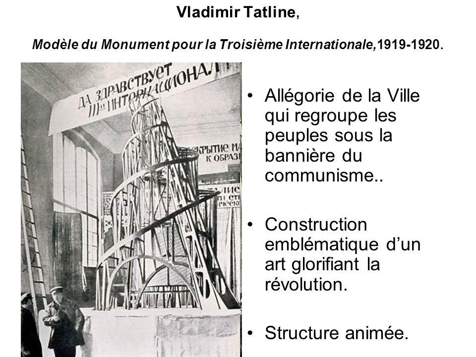 Construction emblématique d'un art glorifiant la révolution.