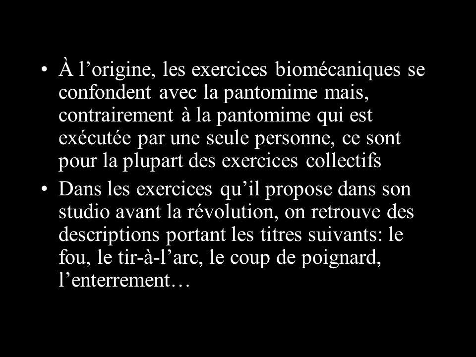 À l'origine, les exercices biomécaniques se confondent avec la pantomime mais, contrairement à la pantomime qui est exécutée par une seule personne, ce sont pour la plupart des exercices collectifs