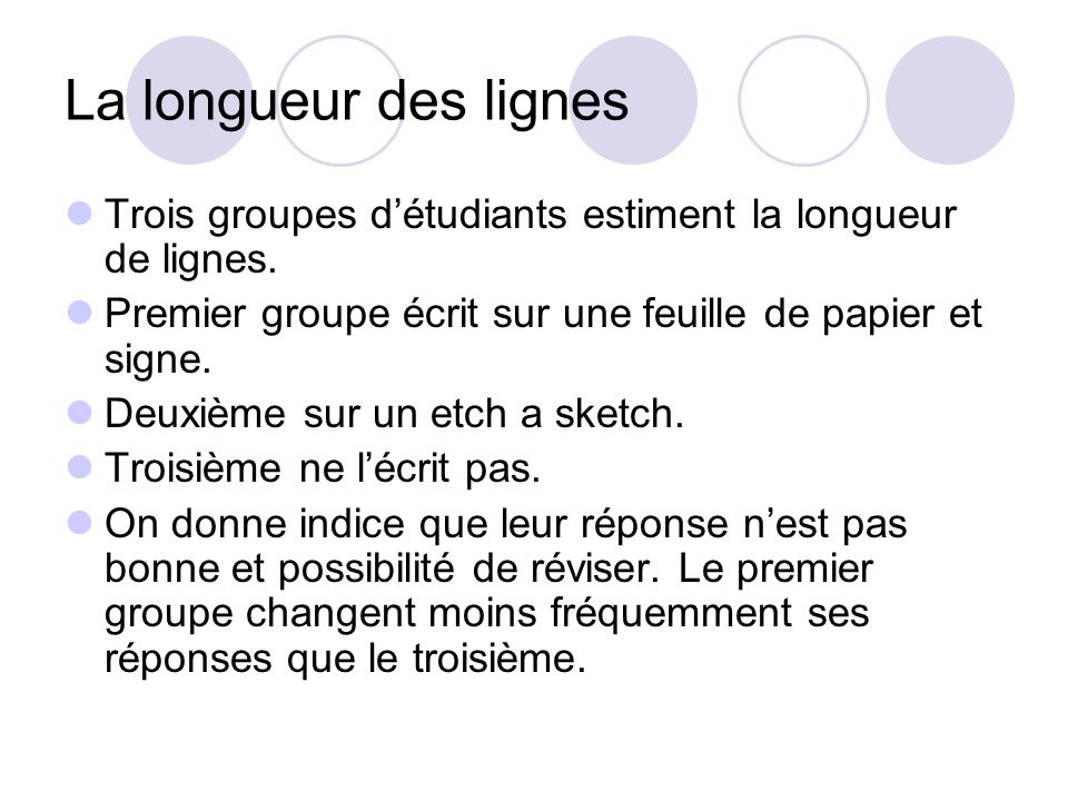 La longueur des lignes Trois groupes d'étudiants estiment la longueur de lignes. Premier groupe écrit sur une feuille de papier et signe.